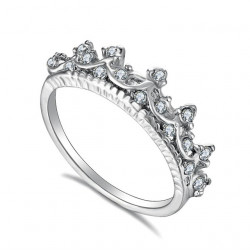 Novedoso anillo de corona...