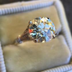 anillo de circón de cristal...