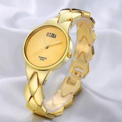 Un reloj lujoso de tres...